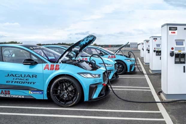 eTROPHY serisi, ABB FIA Formula E Şampiyonasında bu sezonun on yarışının ana destekçisi olmaya Aralık 2018'de başlayacak
