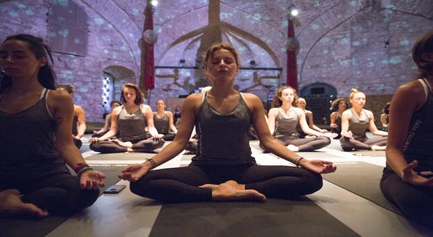 Ünlü İsimler Nike+ Training Club ile Sıra Dışı Bir Yoga Deneyimi Yaşadı