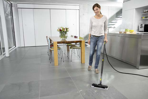 Zorlu fayans temizliğine buharlı çözüm