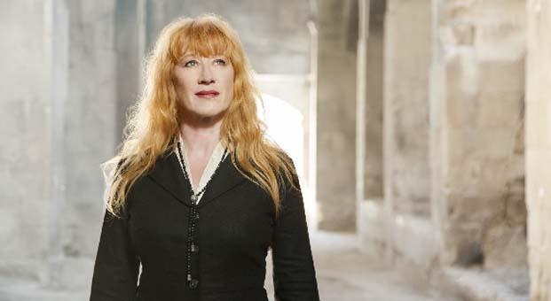 Kelt müziğin efsane şarkıcısı Loreena McKennitt üç konserle Türkiye'de