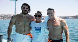 Survivor şampiyonu dünya şampiyonları ile boğazda yüzdü