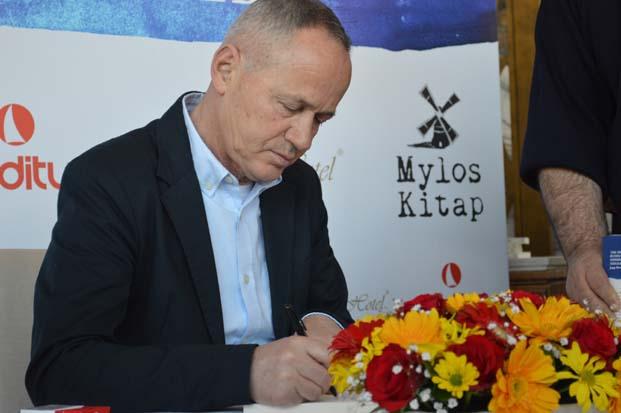 Efsane Futbolcu Cevad Prekazi, Vurdu Gol Oldu kitabını İstanbul'da katıldığı basın toplantısı ile tanıttı