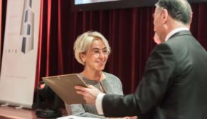 Prof. Dr. Nesrin Yardımcı Tiryakioğlu'na Çelik Yapılar Oscar'ı