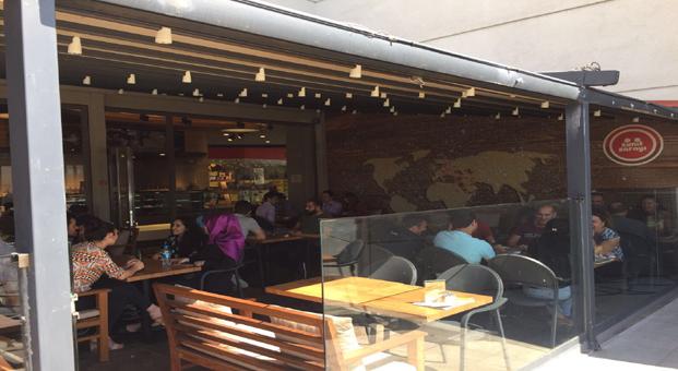 Pendik'te Üçüncü mağazasını açan Simit Sarayı, lezzet severleri Pendik Neomarin Avm'ye bekliyor