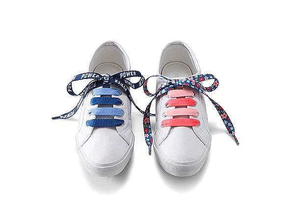 Çocuklar Tchibo çiçekli ayakkabı bağcığı ile çok havalı