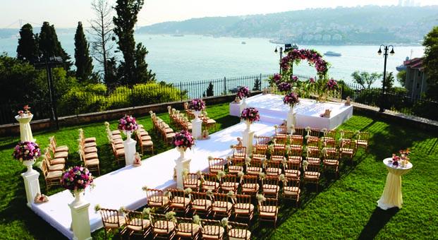 Adile Sultan Sarayı yaz düğünlerini unutulmaz kılıyor