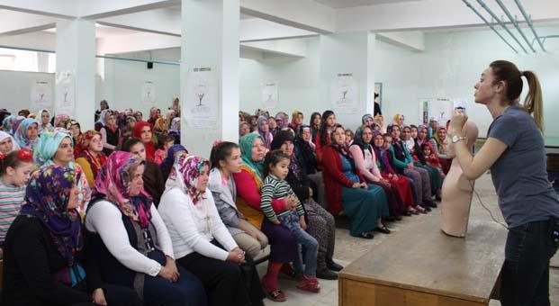 TİKAV ile Akfen Yenilenebilir Enerji kırsal bölgelerdeki kadınlara sağlık eğitimi götürüyor