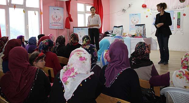 """Kadınlara hijyen eğitimi götüren """"Hijyen Sağlıktır"""" projesi 15 bölgede 1200 kadına ulaştı"""
