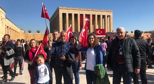 Cumhuriyet Bayramı'nda 3 aileyeAnkara seyahati hediye etti