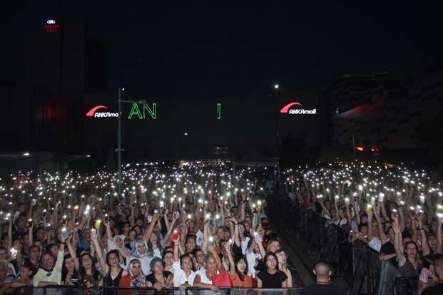 Volkan Konak'tan ANKAmall'da muhteşem konser