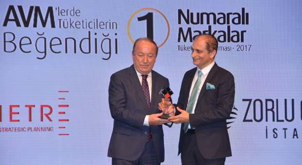 Atasay'a bir ödül de Alışveriş Merkezi Yatırımcıları Derneği'nden geldi