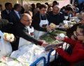 Ümraniye Belediyesi tarafından organize edilen 5. Geleneksel Hamsi ve Kültür Festivali'nde tonlarca hamsi dağıtıldı
