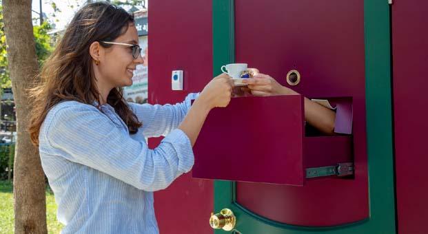 Kahve Dünyası'ndan bayram sürprizi: Bayramda sevdiklerinizin kapısını çalın