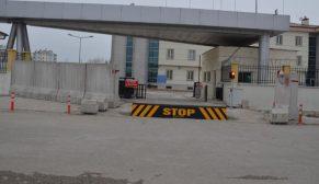 Emniyet ve askeri üsler beton bariyerler ile korunuyor