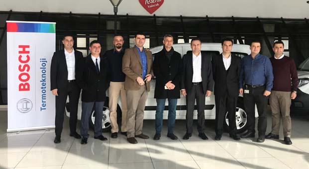 Bosch Partner Program kazanan üyesine araç hediyesini teslim etti