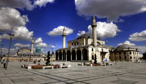 Tarihi camileri gelecek kuşaklara aktarıyoruz