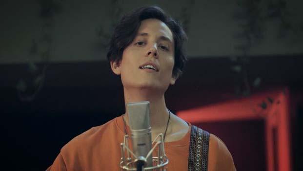Aşk mı Meşk mi ile büyük beğeni toplayan Can Oflaz, şimdi de şarkının loop versiyonunu dinleyiciyle buluşturuyor