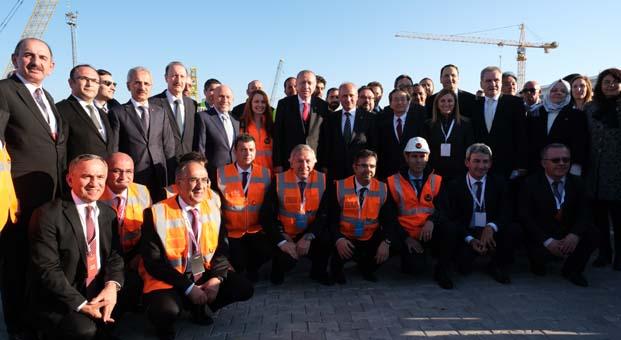 Çanakkale Köprüsü'nün çelik şaftların ilkinin montajını Cumhurbaşkanı Erdoğan yaptı