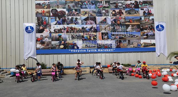 Deniz Feneri'nden yetimlere bisiklet