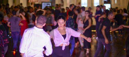 Ege Perla'da misafirler Latin ritimleriyle doyasıya dans etti