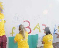 'Renksiz Kutular Rengarenk Okullar' kampanyası ile okullar renkleniyor