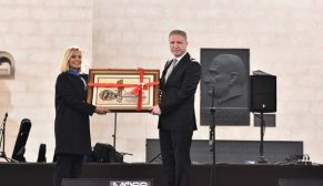 3S Kale Holding'in destekleriyle yenilenen Divriği Cumhuriyet Meydanı açıldı
