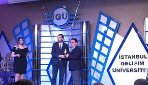 İstanbul Gelişim Üniversitesi öğrencilerinden Özyurtlar Holding'e ödül geldi