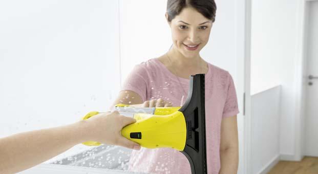 Cam temizleme makinesinin mucidi Kärcher'den yeni Window Vac WV 1