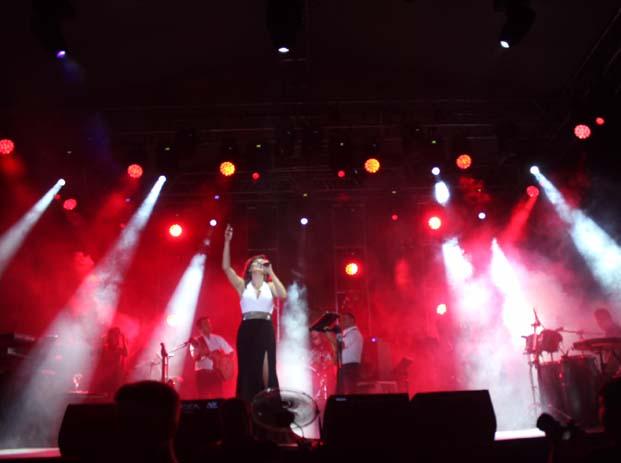 Funda Arar muhteşem bir konserle Ankaralılara müzik ziyafeti yaşattı