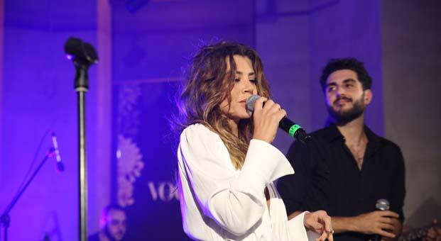 Emaar AVM'de gerçekleşen Vogue Fall Escape partisine Gökçe Bahadır'ın sahne performansı damga vurdu