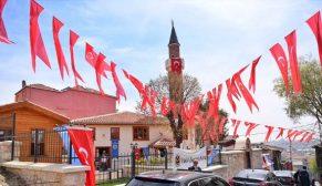 400 yıllık tarihi Hacı Hüsrev Camii yeniden ibadete açıldı