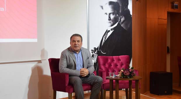 Simit Sarayı Başkanı Haluk Okutur, Beykoz Üniversitesi öğrencileriyle buluştu