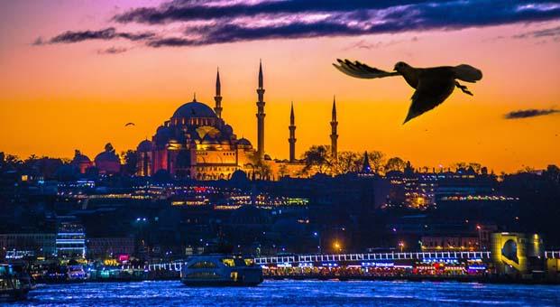 Gecenin büyüsü içinde İstanbul