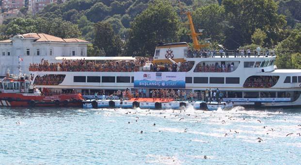 55 ülkeden binlerce yüzücü iki kıta arasında yüzmek için İstanbul Boğazı'na geliyor