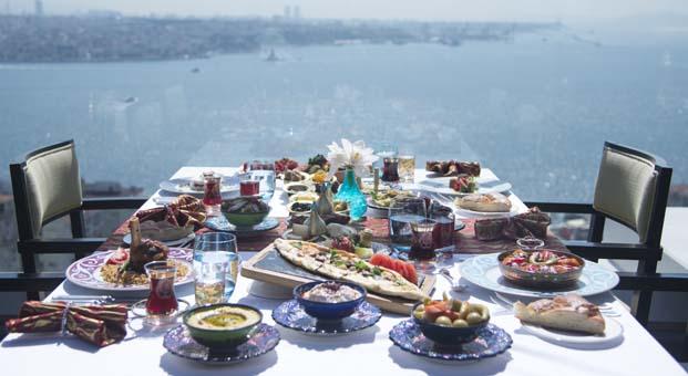Ramazan'ın lezzetleri Izaka'nın iftar sofralarında sizleri bekliyor