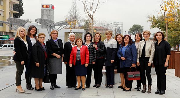 İzmir'deki belediye başkan eşleri dayanışması