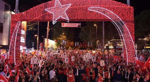 Bağdat Caddesi'nde yüz binler Cumhuriyet için yürüdü
