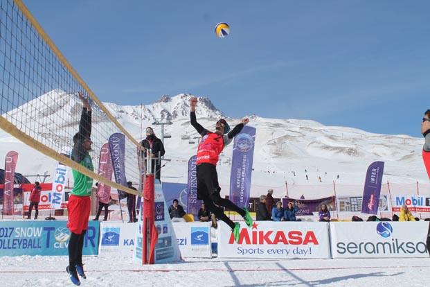 Kar Voleybolu Üniversiteler Arası Erciyes Kupa heyecanı