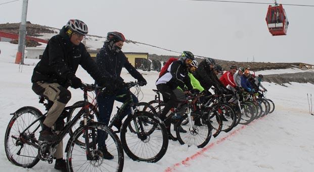 Erciyes'te kar bisikleti keyfi