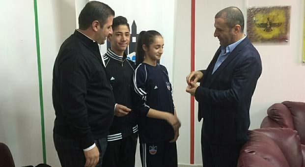 Diyarbekirspor başkanlarından şampiyon karatecilere ödül