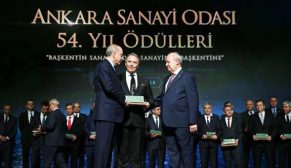 Kazım Türker İstihdam Seferberliği Ödülü'nü Cumhurbaşkanı Erdoğan'dan aldı