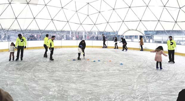 Kent Meydanı AVM'de açık alanda buz pisti keyfi başladı