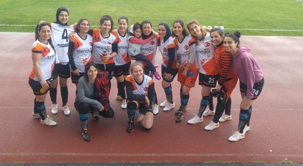 Trendyol 'Kızlar Sahada Futbol Turnavası'nda üst tura yükseldi