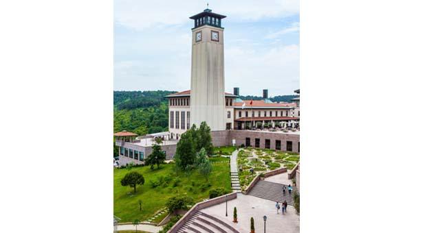 Koç Üniversitesi dünyanın en iyi işletme okulları arasında Türkiye'de 1. dünyada ise 61'inci sırada