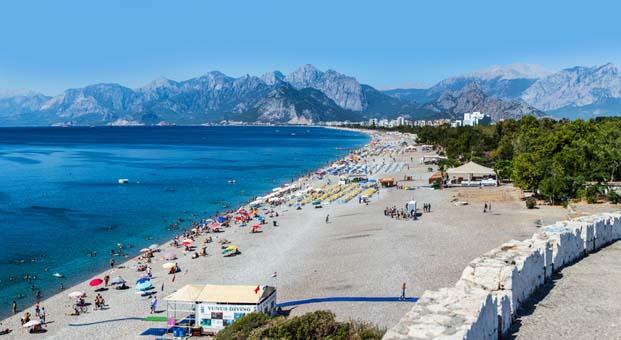 Çapkınların gözde plajı Antalya Konyaaltı Plajı oldu