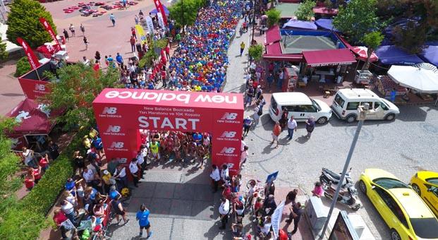 New Balance Bozcaada Yarı Maratonu'nda3 bin kişi koştu
