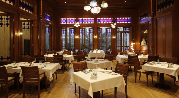 Hilton İstanbul Bosphorus'un gözde mekanı Lalezar'da taş plak ve canlı müzik akşamları