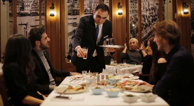 """Hilton İstanbul Bosphorus'un gözdesi Lalezar """"Yeşilçam Geceleri"""" ile nostaljiye davet ediyor"""