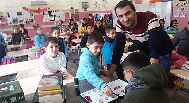 """Muratbey """"Okuyan Çocuklar Güçlü Yarınlar"""" projesiyle9 ilde 13 okula ulaştı"""