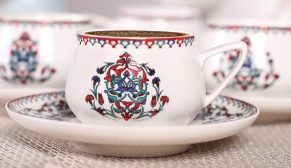 En güzel sohbetlere Karaca Nakkaş Fincan Seti eşlik ediyor